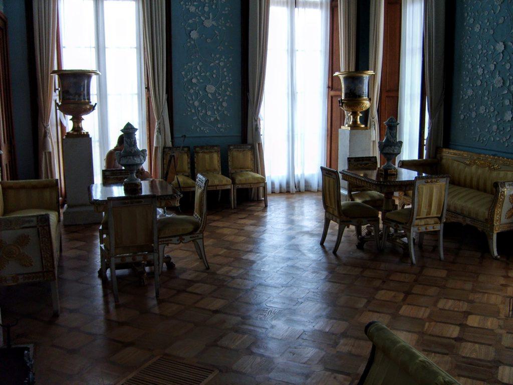 Меблі у вітальні