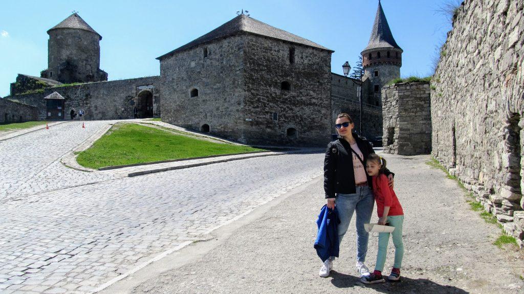 Біля фортеці