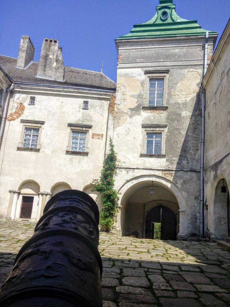 Гармата у замку