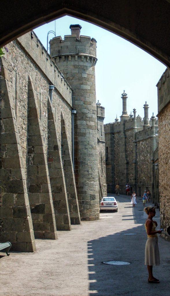 Стіна палацу